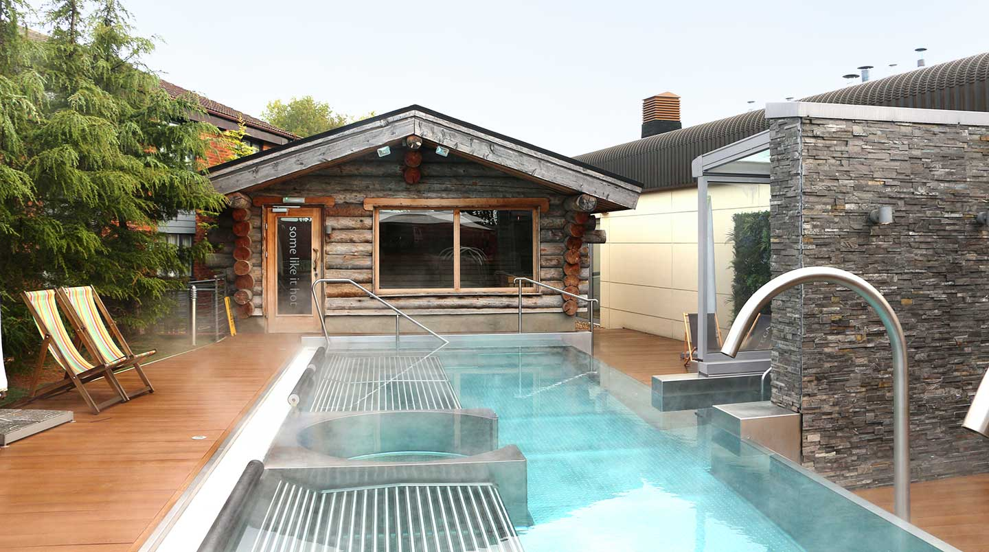 4-Outdoor-pool-and-sauna-pool-off-GSG