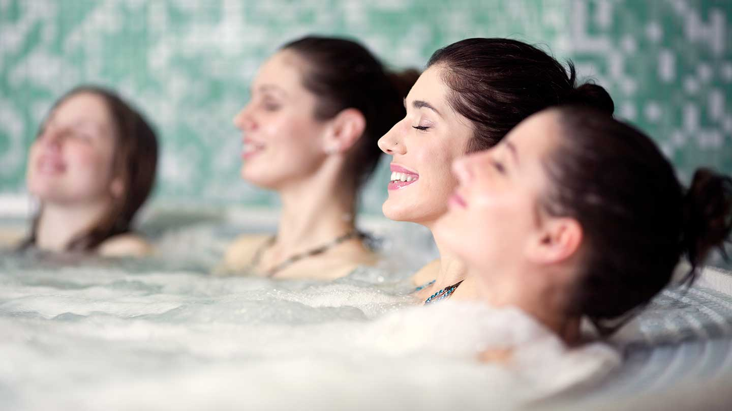 group-o-women-in-hot-tub
