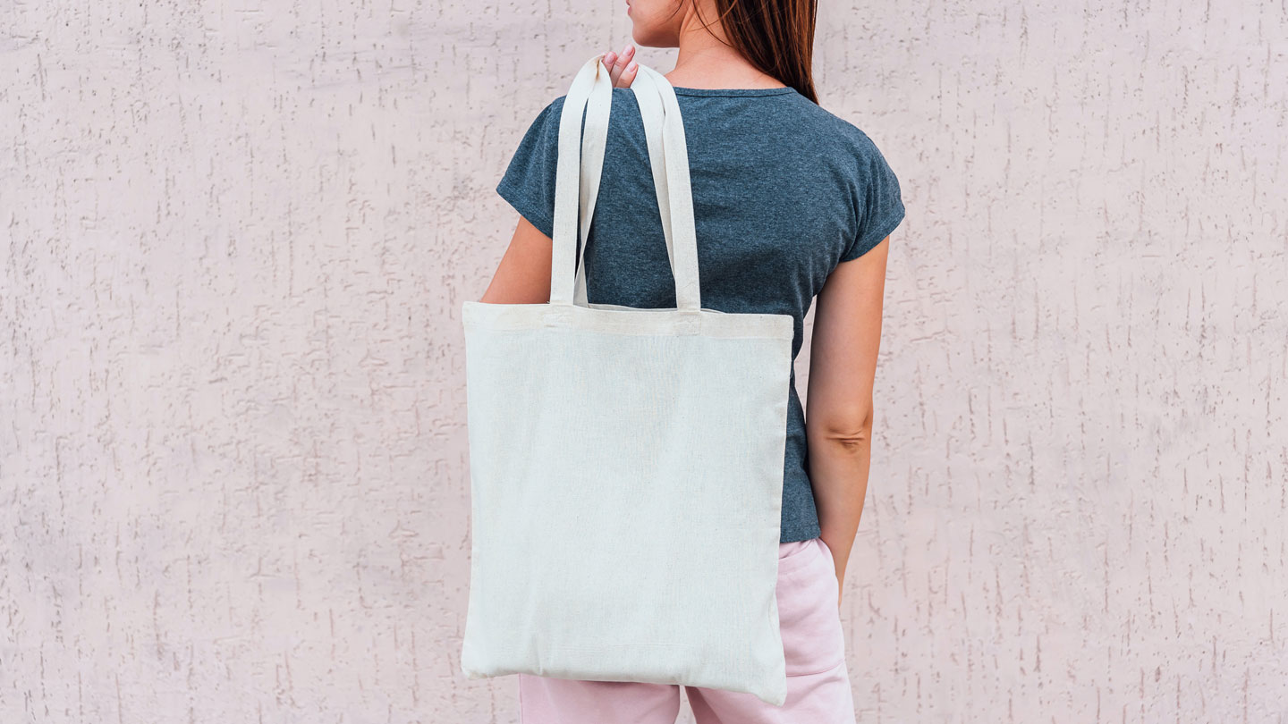 woman-with-zero-waste-spa-bag