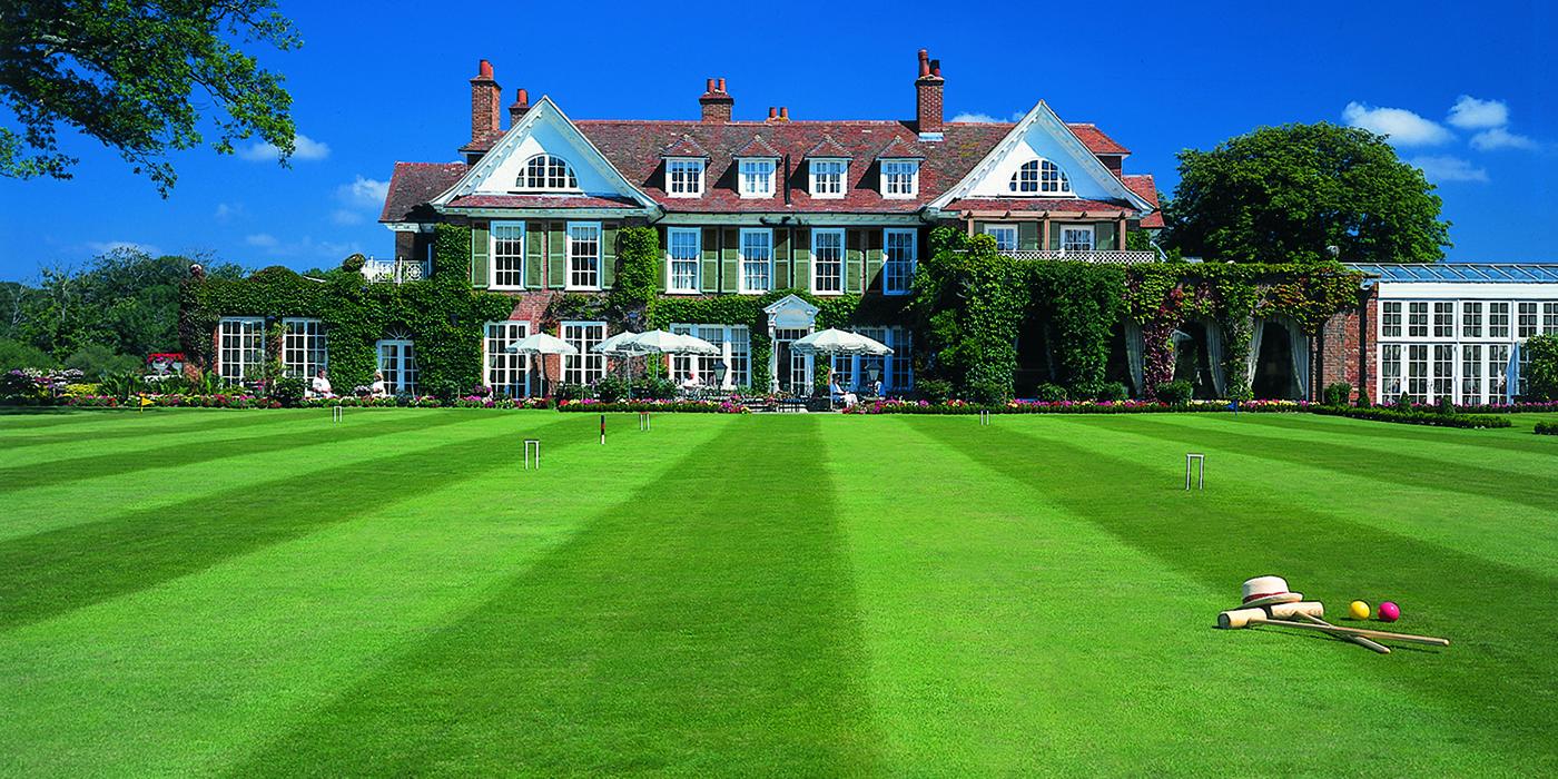 Chewton_Glen_-_Croquet_lawn_CGXI01
