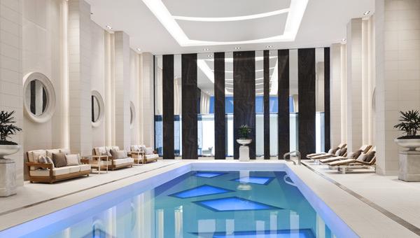 Rosewood-Hotel-Georgia-pool