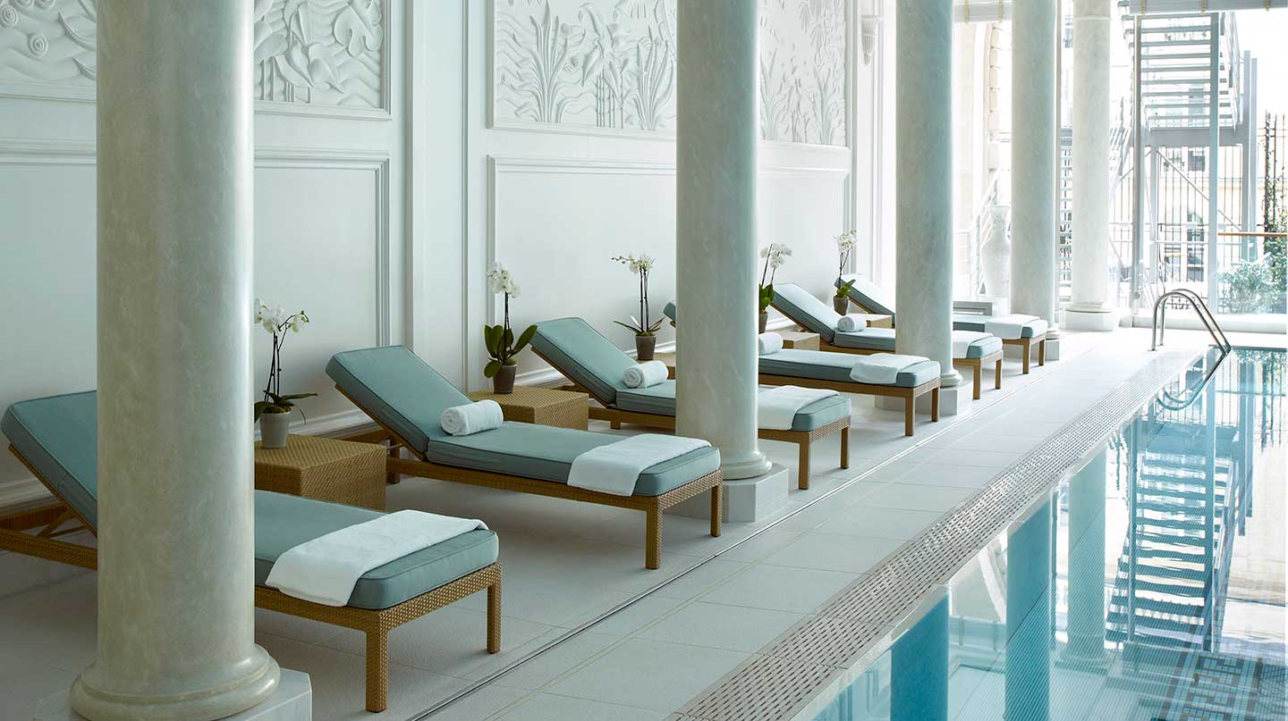 Shangri-la Hotel Paris Pool