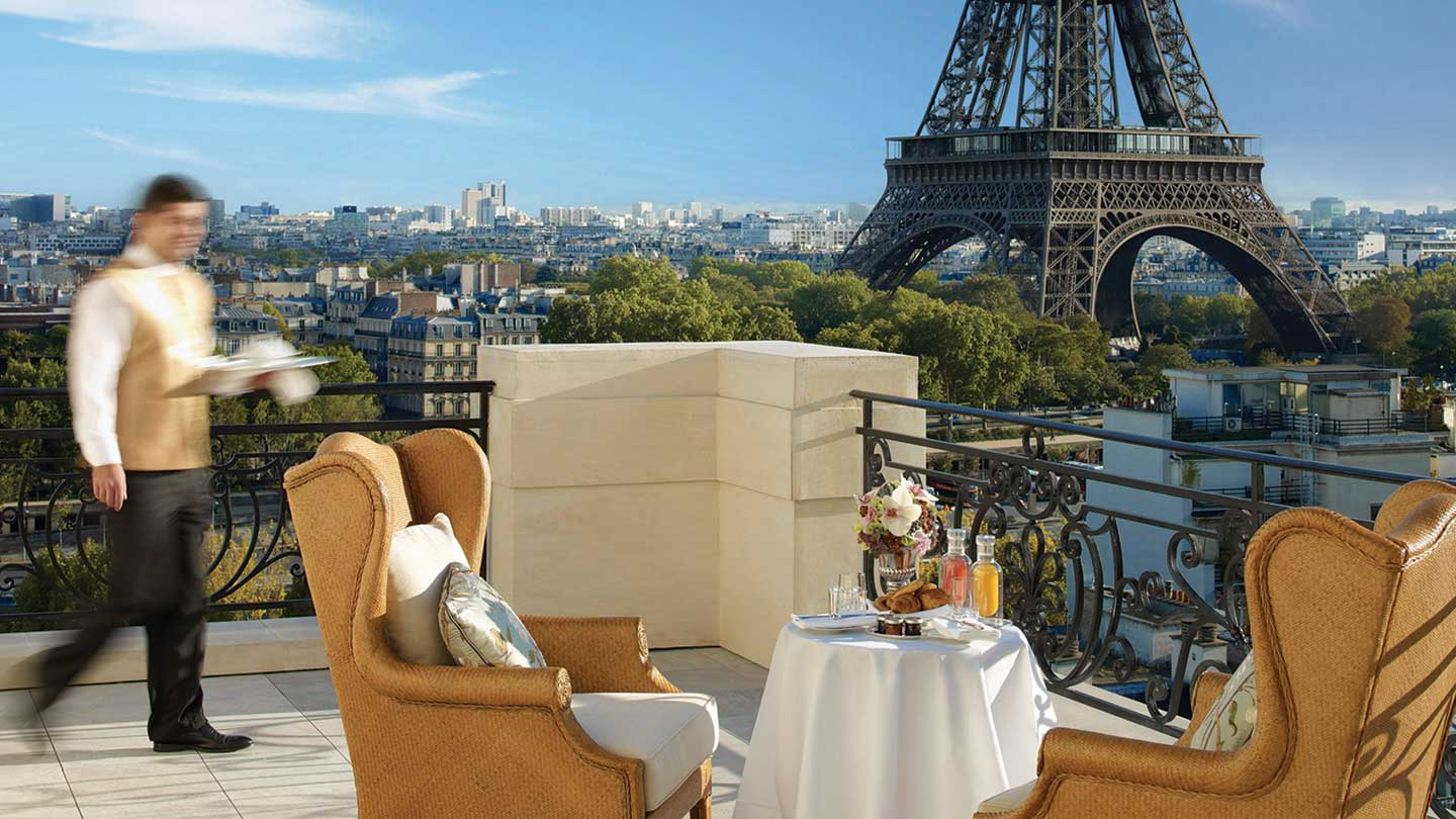 Shangri-la Hotel Paris Breakfast with a view