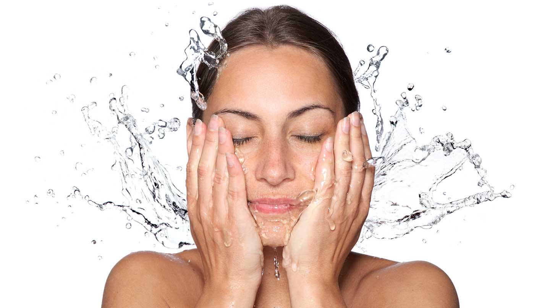 woman-splashing-face-with-water