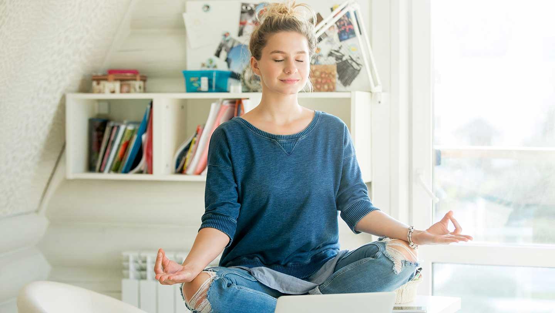 teenager-meditating-and-studying