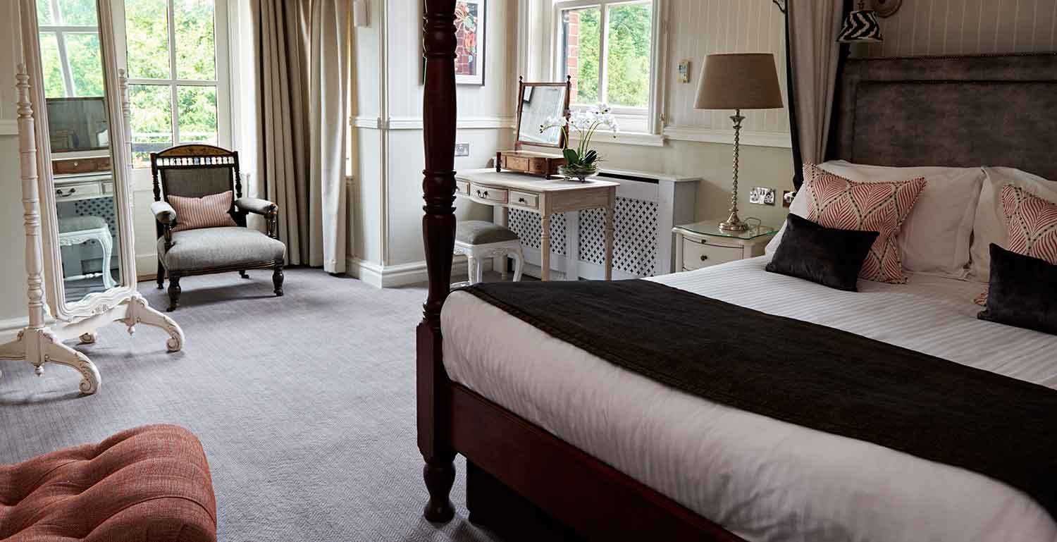 Four-poster-manor-suite-2-lo-res