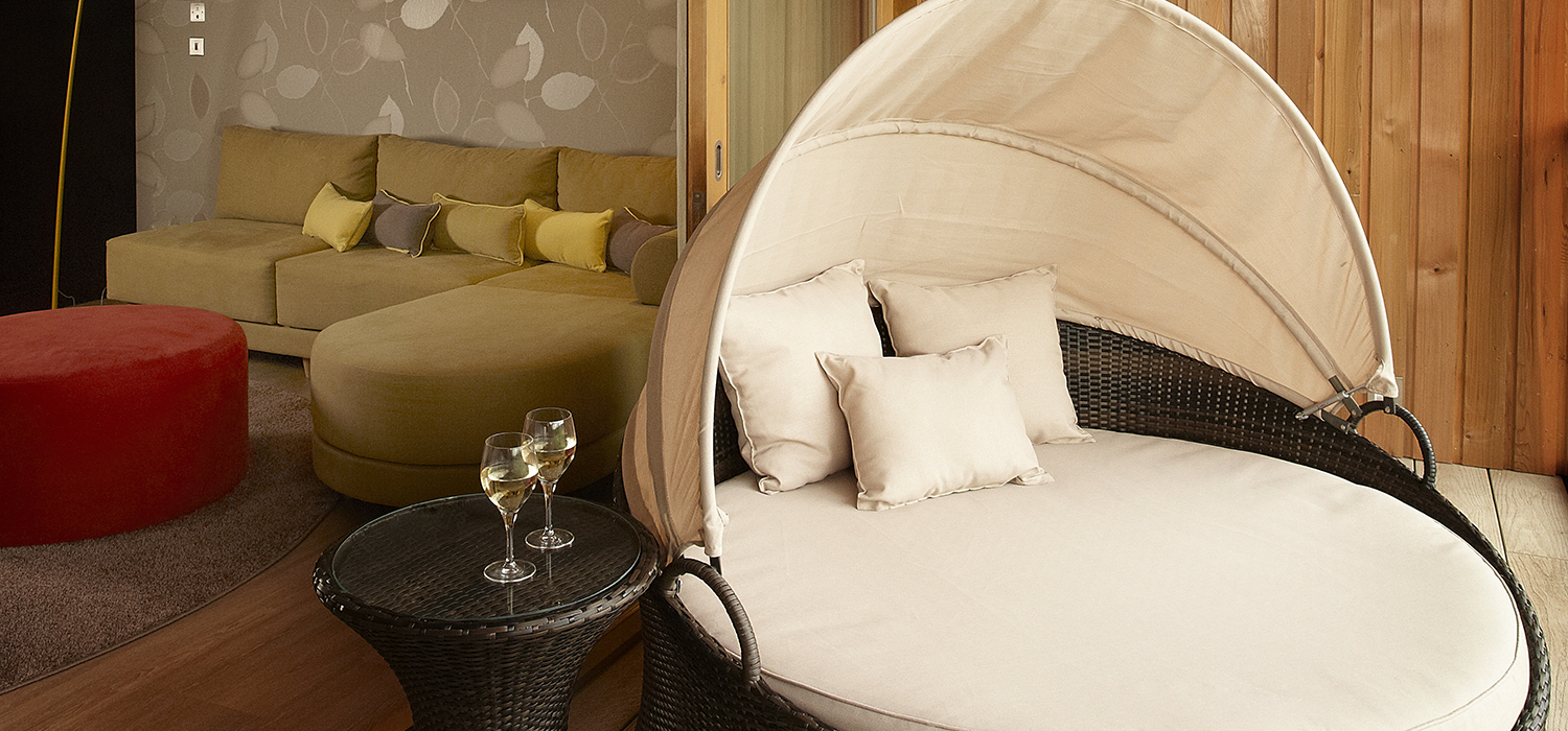 Spa_Suites_Balcony_Chair_01_(2)