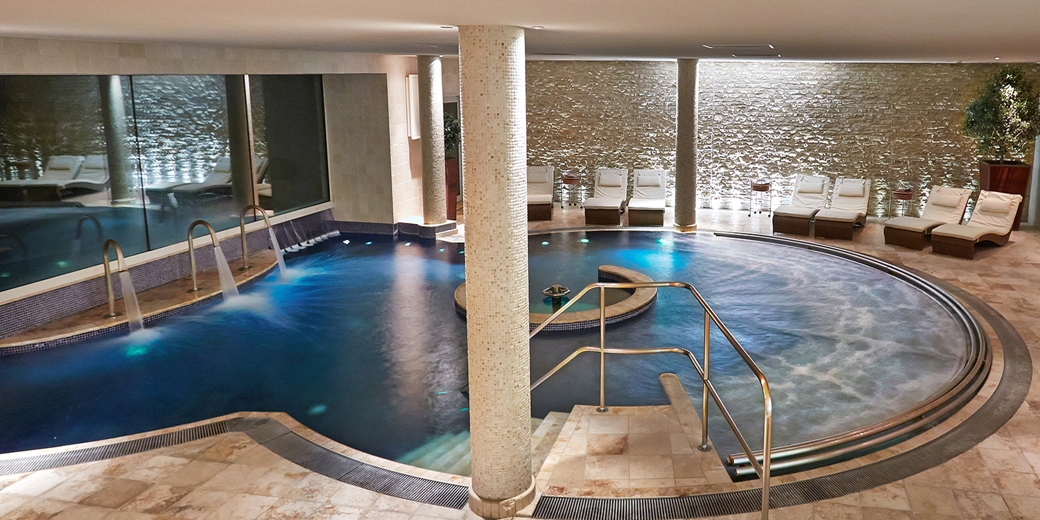 Aquarias-spa-Whatley-Manor-Hydrotherapy-Pool-at-Night