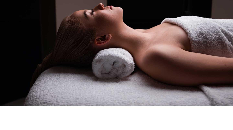 woman-lying-on-towel