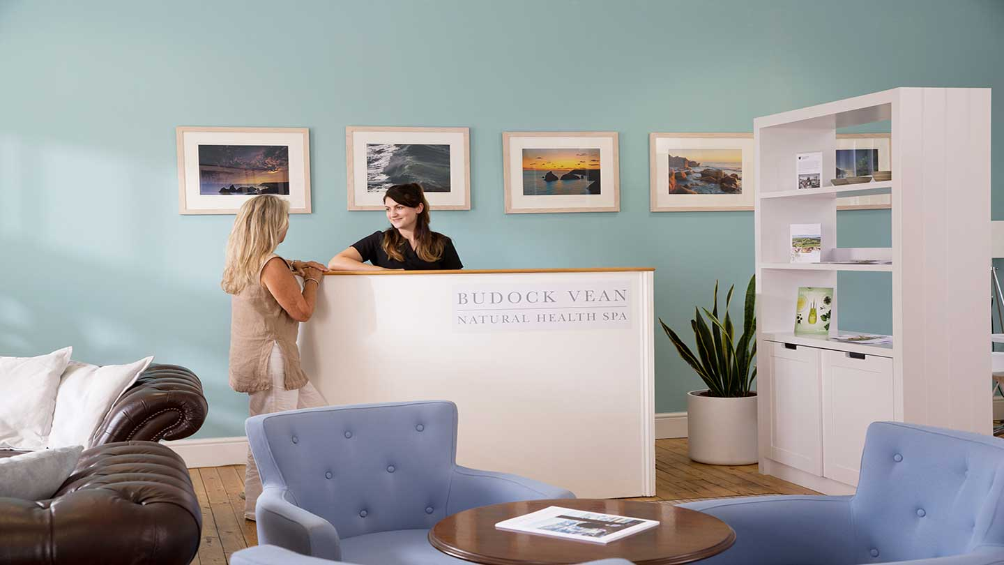 Budock-Vean-Natural-Health-Spa-Welcome-Lounge-3