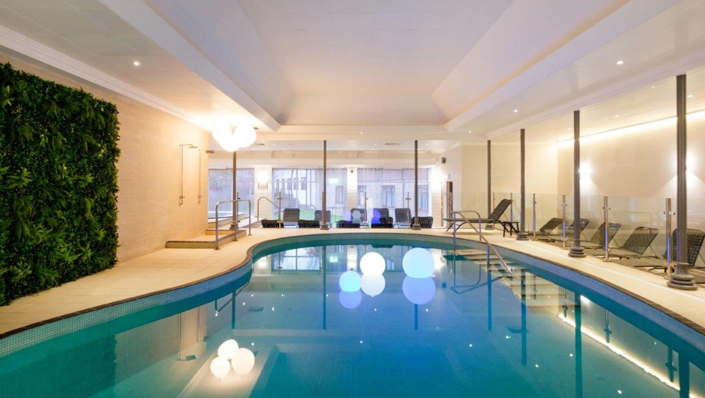Crowne-Plaza-pool