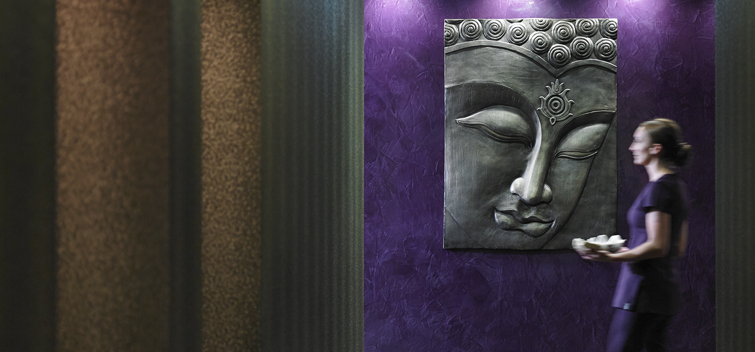 Corridor_and_Buddha_2