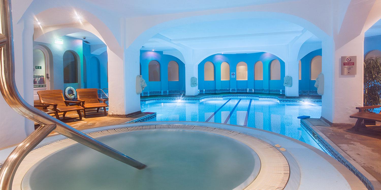 Hoa-cross-hall-small-pool
