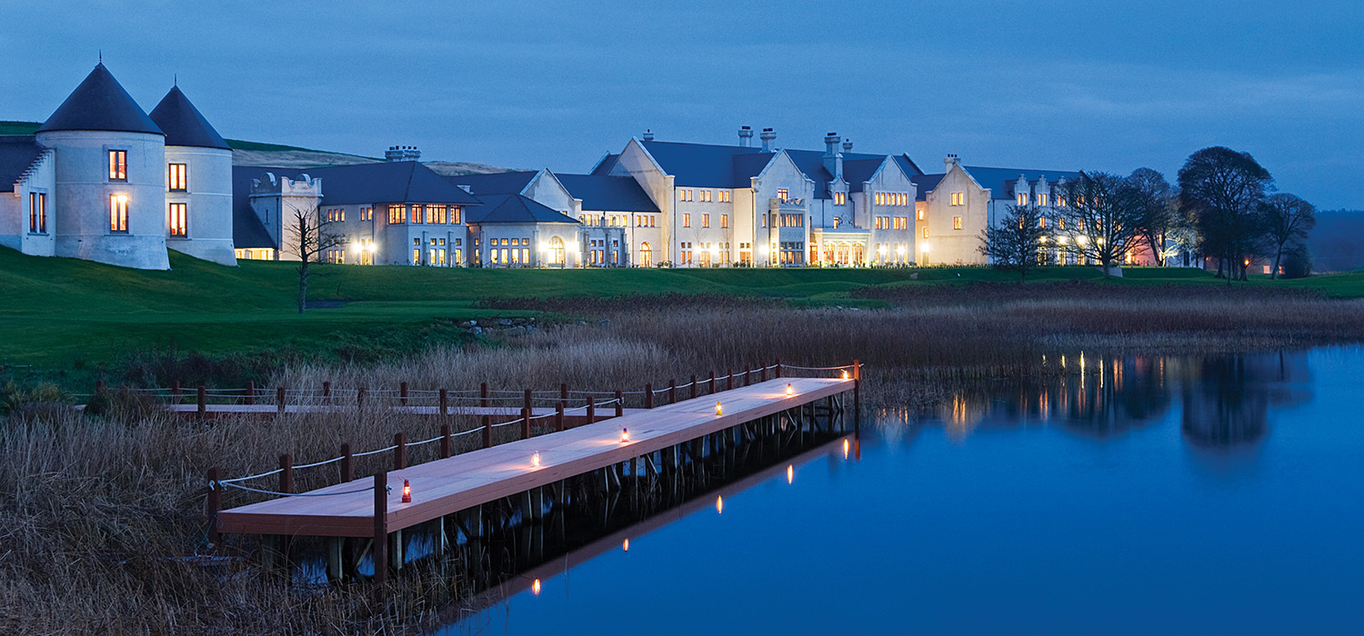 Lough_Erne_Hotel_and_jetty_at_dusk