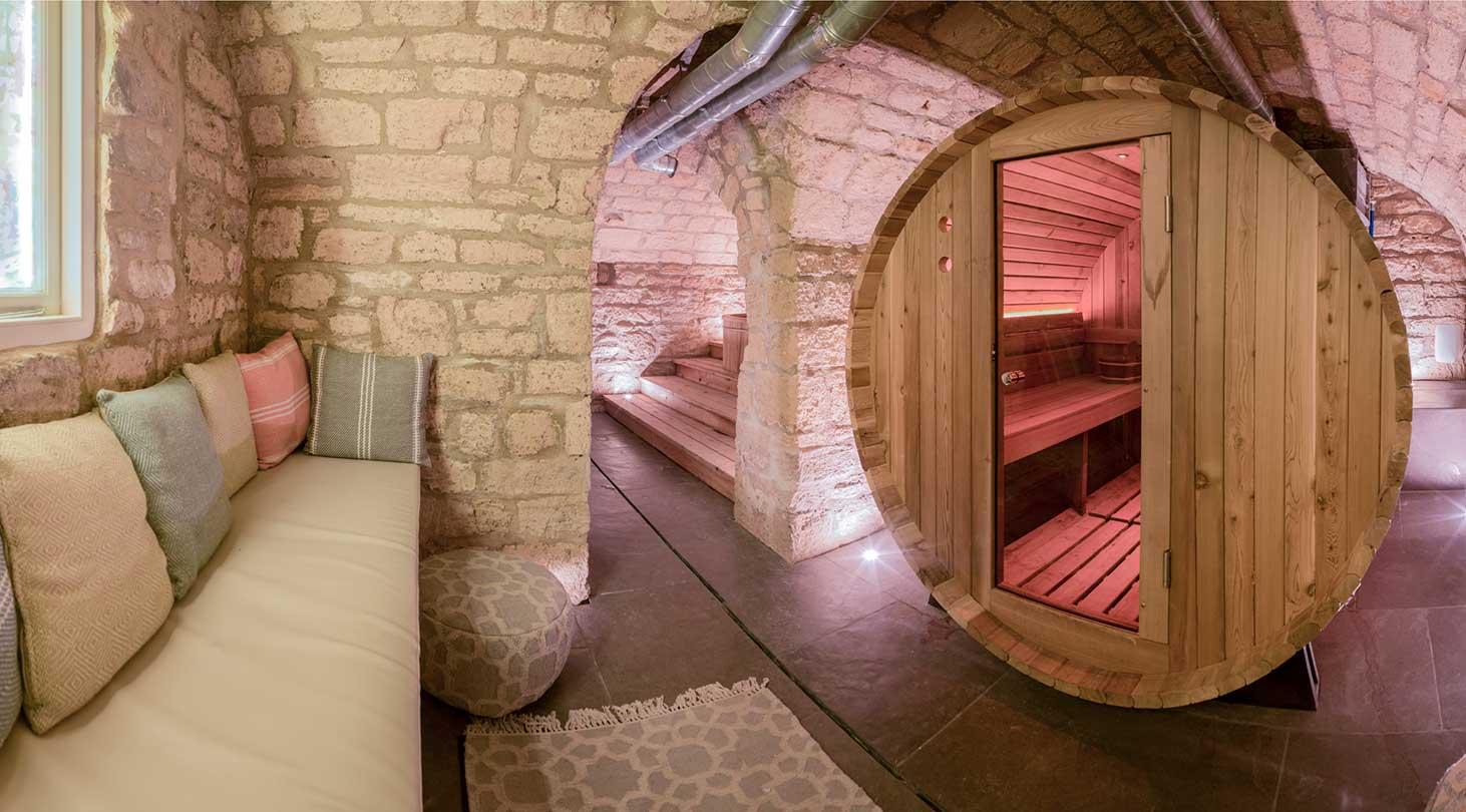sauna-pod-and-bench-seat