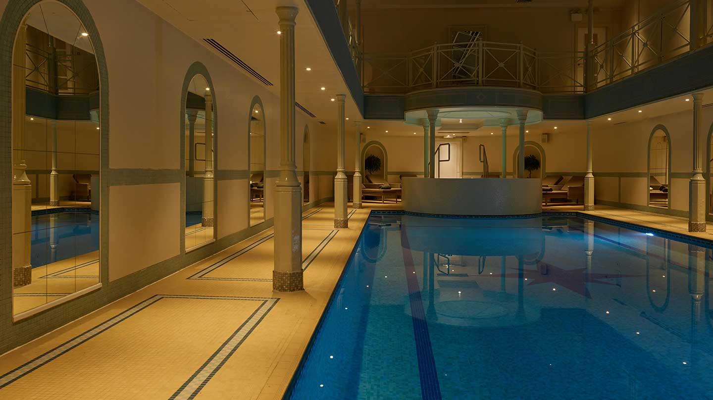 lygon-pool-night-2