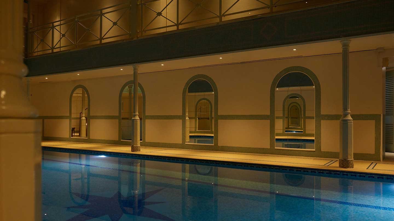 lygon-pool-night