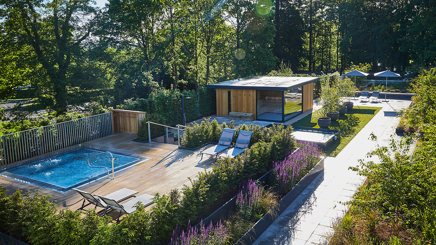 Roof-Top-Spa-Garden_-Spa-Bath_-Sauna-Cabin-2