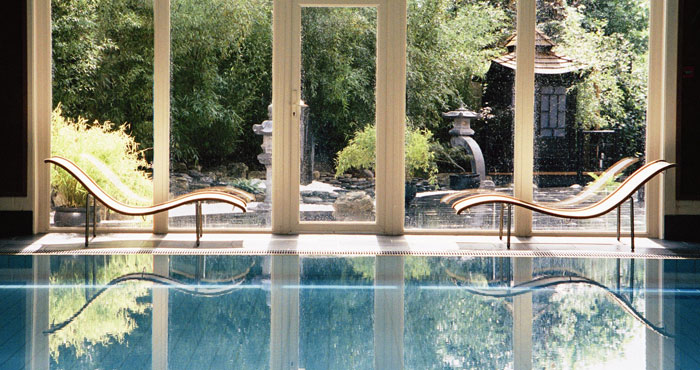 senspa-careys-manor-pool-loungers