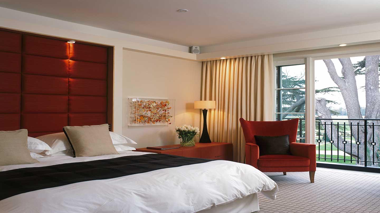 West-Wing-Deluxe-Bedroom