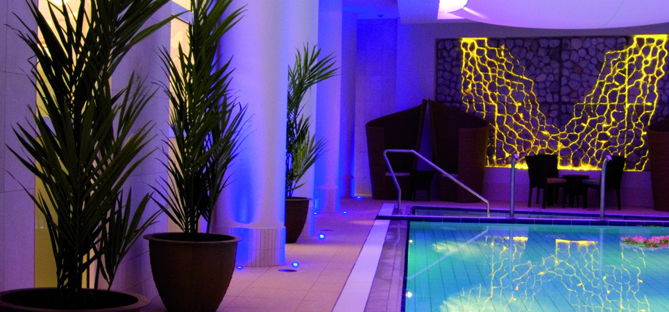Spa_Sirene_pool_and_palms