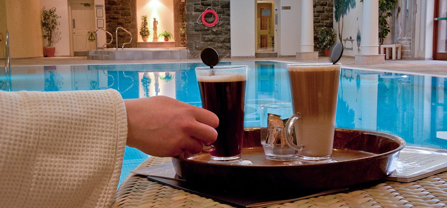 Coffee_by_the_pool