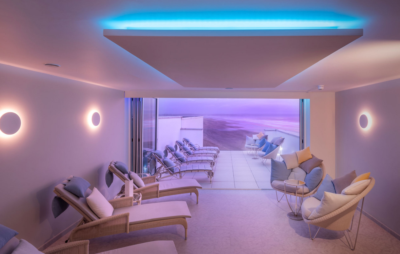 Source-Spa-and-Wellness-sun-deck-and-relaxation-room-twilight