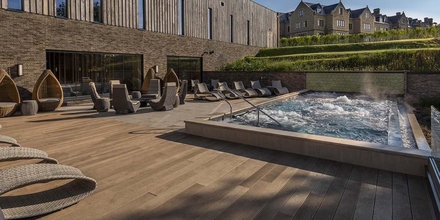 South_Lodge_Spa_hydrotherapy_pool_with_hotel_lo-res