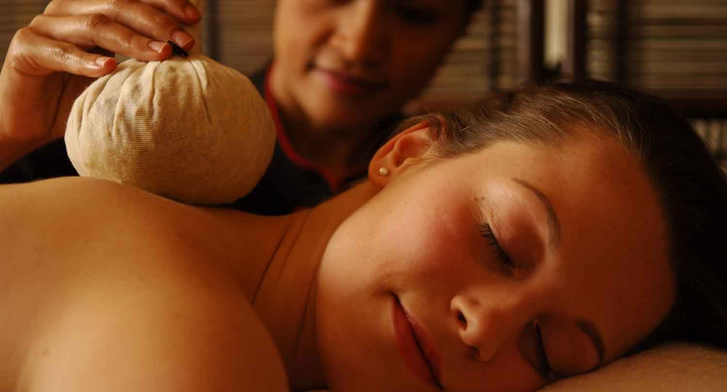 Thai-Herbal-Poultice-Massage-lo-res