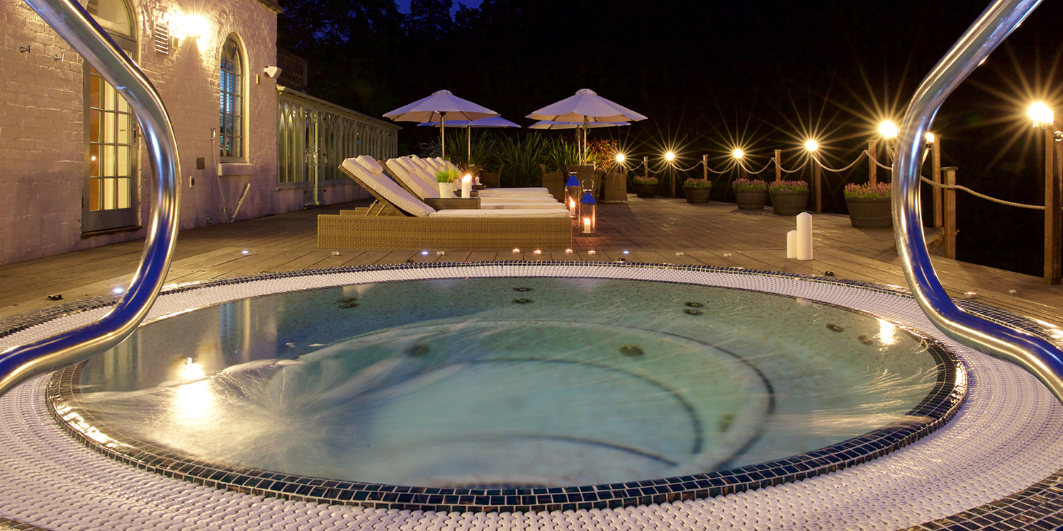Wynyard-Hall-Night-Time-Hot-Tub