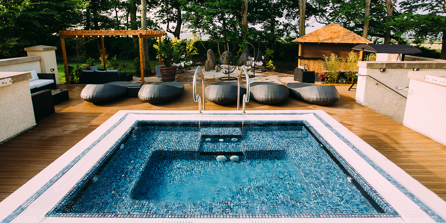 Zen_Garden_no_people_-_Hot_tub