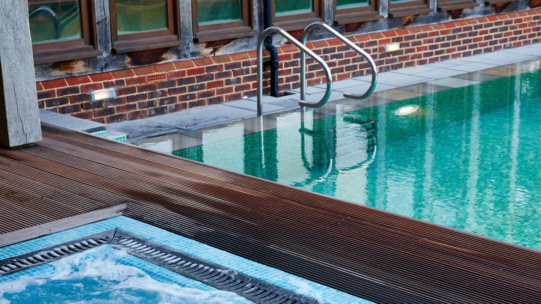 cornor-of-outdoor-pool