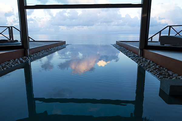 maldives infinity pool