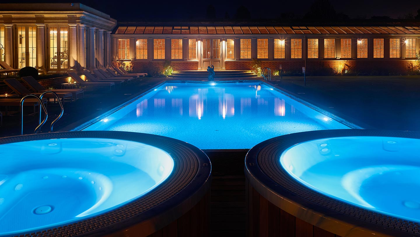 outdoor-pool-at-night