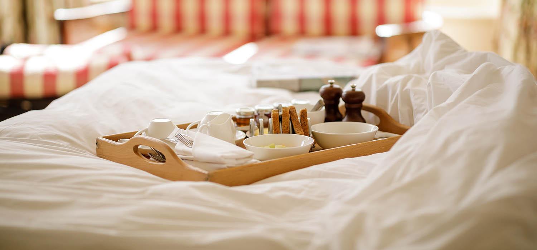 park-house-2021-breakfast-in-bed