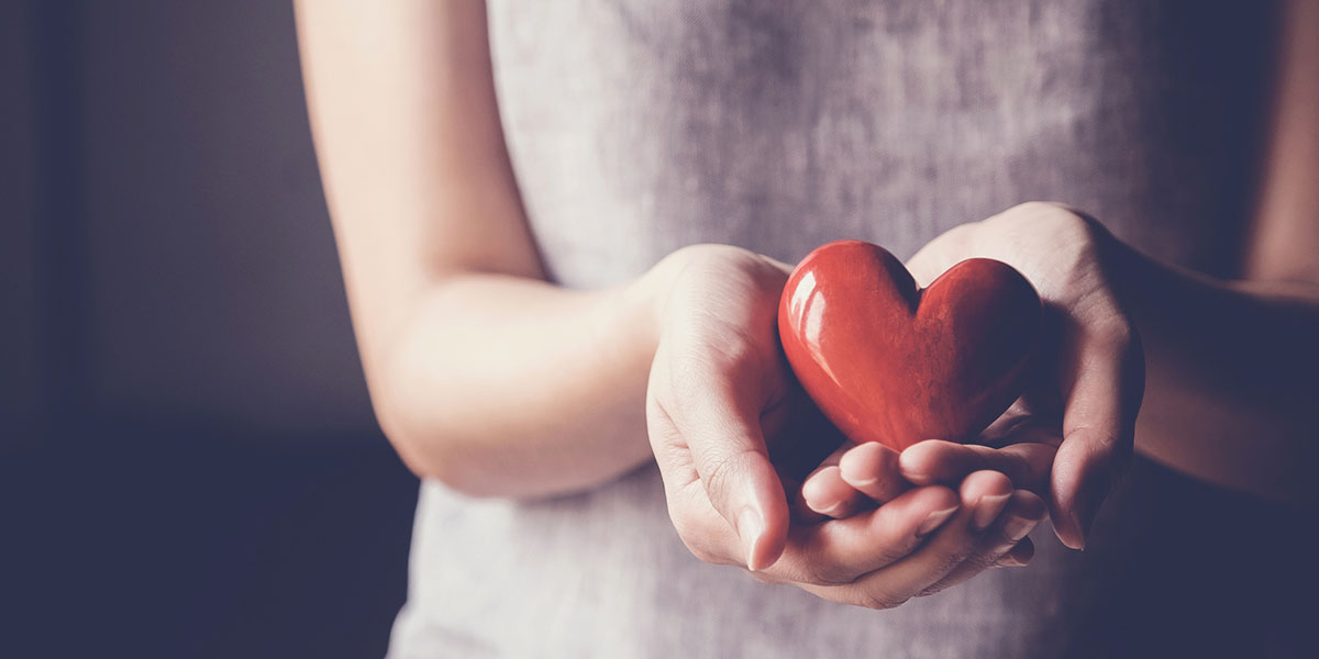 woman_holding_heart