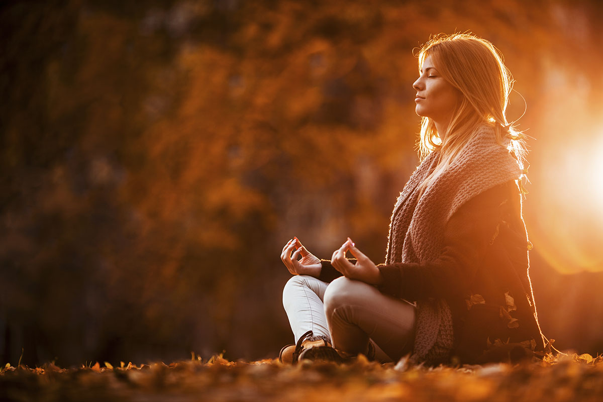 woman_meditating_in_autumn