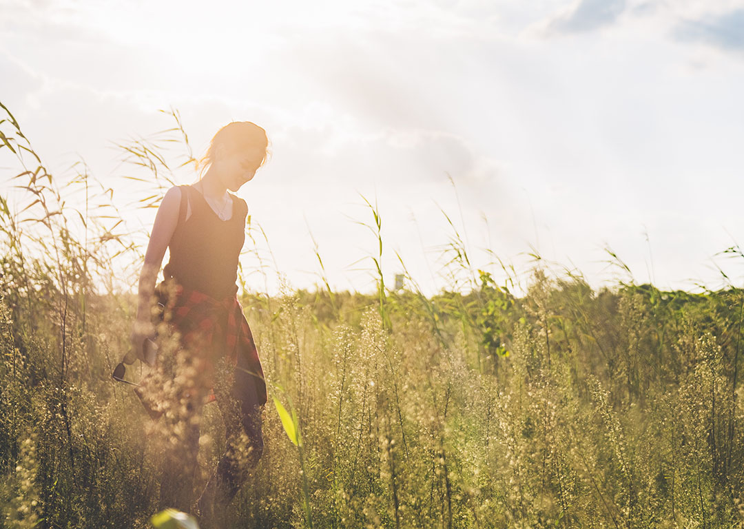 woman_outside_in_a_field_nature